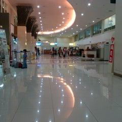 Photo taken at Adi Soemarmo International Airport (SOC) by Miftahul J. on 8/22/2012