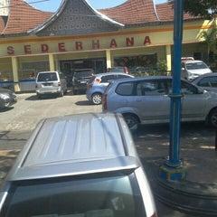 Photo taken at RM Padang SEDERHANA Pandanaran by Abdullah A. on 6/25/2012