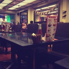 Photo taken at Pepperonis by Triệu Việt T. on 7/3/2012