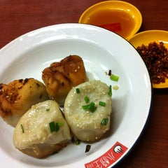 Photo taken at 小杨生煎 | Yang's Fry Dumplings by Benjamin O. on 12/11/2011