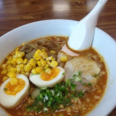 Photo taken at Ramen Tei (ราเมนเทอิ) らあめん亭 by Charkrid T. on 12/18/2011