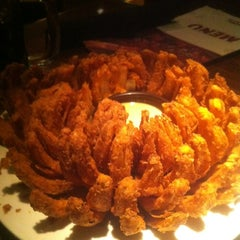 Photo taken at Outback Steakhouse by Juzinha P. on 8/21/2012