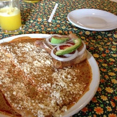 Photo taken at El zacahuil huasteco by Arizé V. on 3/10/2012