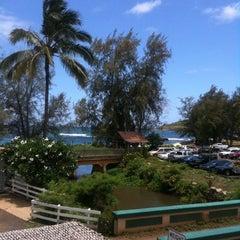 Photo taken at Kalapaki Beach Hut Burgers by Miss V. on 7/31/2011