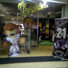 Photo taken at Tienda de los Leones Del Caracas by BiGGiE on 5/8/2012