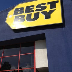 Photo taken at Best Buy by Mateen S. on 2/12/2012