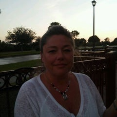 Photo taken at Sam Sneads Oak Grill And Tavern by Ron G. on 10/20/2011