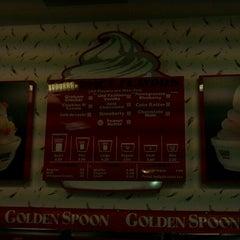 Photo taken at Golden Spoon Frozen Yogurt by Melinda B. on 9/14/2011