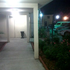 Photo taken at Motel 6 by Beno Z. on 1/4/2012