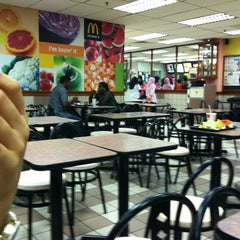 Photo taken at McDonald's by Izmir Y. on 6/25/2011