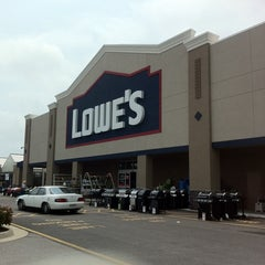 Photo taken at Lowe's Home Improvement by Anissa on 7/8/2011