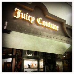 Photo taken at Juicy Couture by Lincoln Luke on 9/14/2011