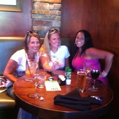 Photo taken at Houlihan's Kansas City North by Heather G. on 7/20/2011