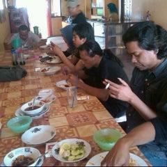 Photo taken at Pindang Tulang Neneng by Abi N. on 9/26/2011