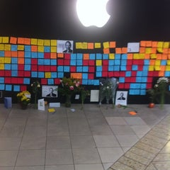 Photo taken at Apple Store, Cherry Creek by Danielle W. on 10/8/2011