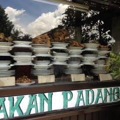 Photo taken at Rumah Makan Padang Tegaltamu by Henry Setiawan on 2/9/2012