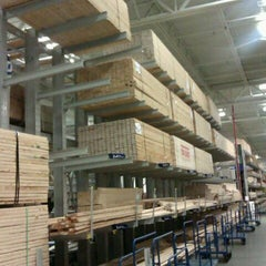 Photo taken at Lowe's Home Improvement by Keith C. on 9/1/2011