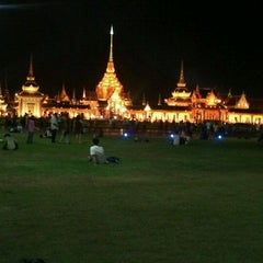 Photo taken at สนามหลวง (Sanam Luang) by Diawdiaw k. on 4/12/2012