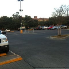 Photo taken at H-E-B by Liliana Andretti H. on 8/29/2012