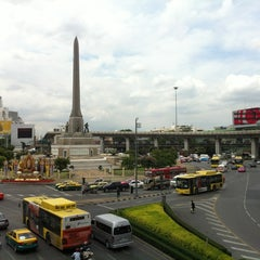 Photo taken at BTS อนุสาวรีย์ชัยสมรภูมิ (Victory Monument) N3 by nazca7 on 7/8/2012