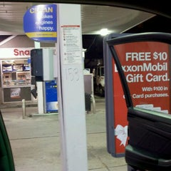 Photo taken at Mobil by mequemequeJ on 11/20/2011