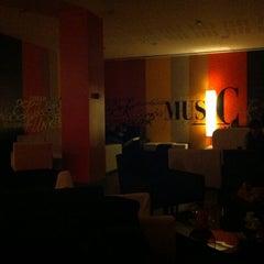 Photo taken at i Lounge Bar by Orlando S. on 1/20/2011