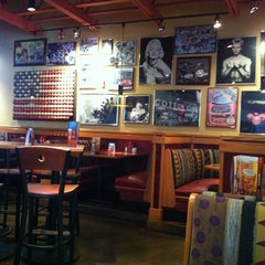 Photo taken at Red Robin Gourmet Burgers by Carrie L. on 8/6/2012