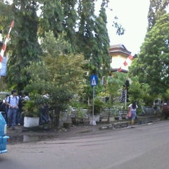 Photo taken at SMA Negeri 1 Manado by Joshua T. on 3/29/2012