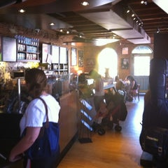 Photo taken at Starbucks by Fabio S. on 8/1/2011