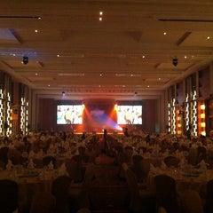 Photo taken at The Grand FourWings Convention Hotel (โรมแรมเดอะแกรนด์โฟร์วิงส์) by Patchara K. on 1/24/2011