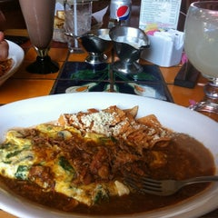 Photo taken at Los Alcatraces Restaurante by Fatima M. on 11/5/2011