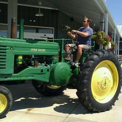 Photo taken at Eckert's Belleville Country Store & Farm by Marty O. on 8/28/2011