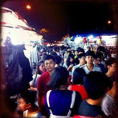 Photo taken at Pasar Malam Taman Connaught 康乐 by Yeh 😍⚽🏀🍻🍔🍱🍣😍 on 12/7/2011