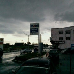 Photo taken at Mobil Stations Carwash by Mischka Rania Heidi B. on 10/26/2011