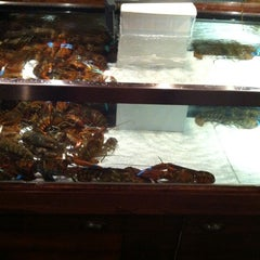 Photo taken at Red Lobster by Dave K. on 9/8/2011
