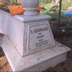 Photo taken at Makam Alm. H. Husin Kasah by Ihwanudin H. on 2/12/2012