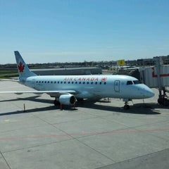 Photo taken at Montréal Int'l Airport Pierre-Elliott-Trudeau (YUL) by viskomenopatof on 5/6/2012