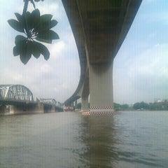 Photo taken at สะพานพระราม 3 (Rama III Bridge) by Mikansup on 10/4/2011