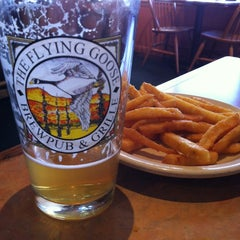 Photo taken at Flying Goose Brew Pub & Grille by Ian M. on 3/30/2012
