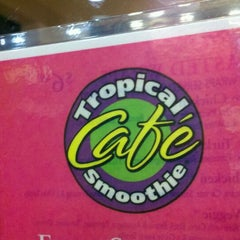 Photo taken at Tropical Smoothie Café by Phil N. on 10/19/2011