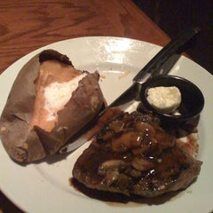 Photo taken at LongHorn Steakhouse by David L. on 2/20/2012