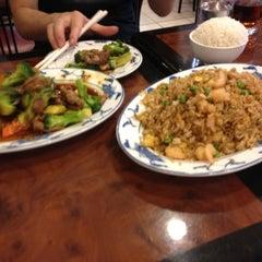Photo taken at New Hon Wong Restaurant 新恒旺大飯店 by kuboon O. on 4/18/2012