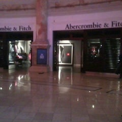 Photo taken at Abercrombie & Fitch by Noel P. on 12/23/2011