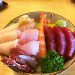 Photo taken at Sushi Yassu by Gabrielle C. on 7/11/2012