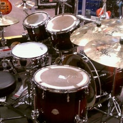 Photo taken at Guitar Center by enrico c. on 4/16/2011