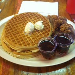 Photo taken at Roscoe's House of Chicken and Waffles by David T. on 8/30/2011