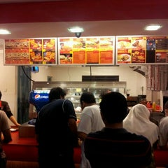 Photo taken at Muzdalfa Fried Chicken by Ahmad Syafuan S. on 1/6/2012