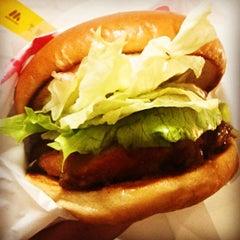 Photo taken at モスバーガー 北24条店 by yasui r. on 12/1/2011