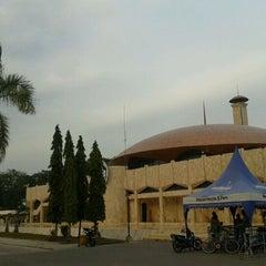 Photo taken at Masjid Raya Sabilal Muhtadin by Eza A. on 8/31/2011