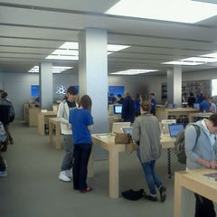 Photo taken at Apple Store, SouthGate by Chris .A. d. on 10/17/2011